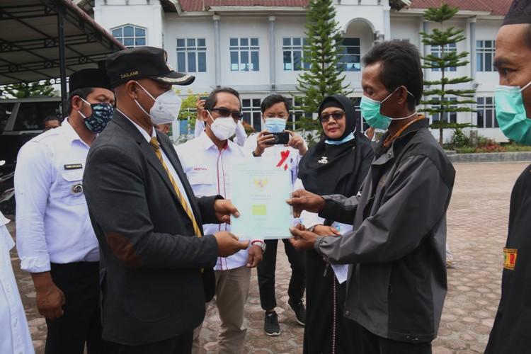 Plt. Bupati Bener Meriah Serahkan 1.950 Sertifikat Tanah Program PTSL