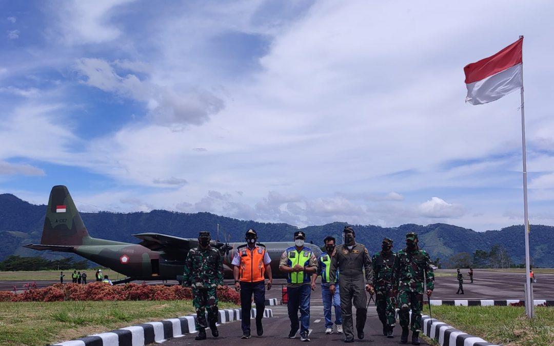 Pesawat Hercules Mendarat Mulus di Bandara Rembele Bener Meriah