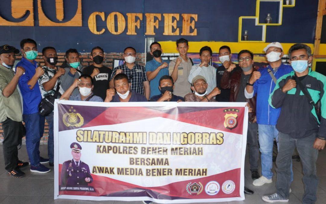 Kapolres Bener Meriah yang Baru Jalin Silatulrahmi dan Ngobras bersama Wartawan
