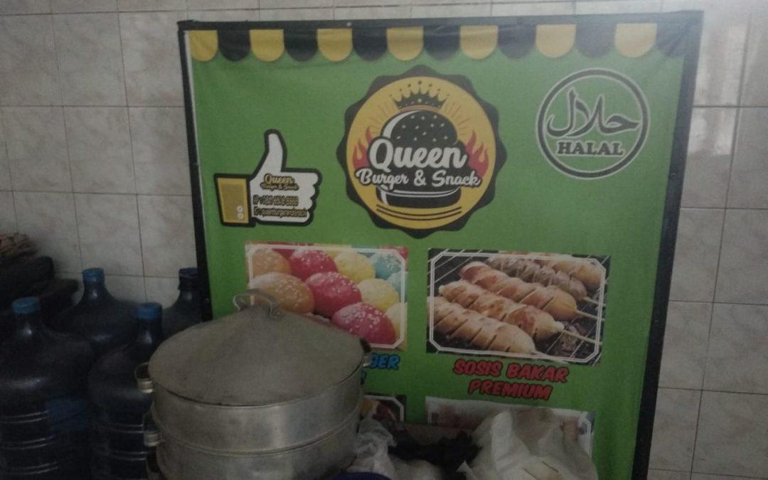 Tim Pelaksana PKM USU Medan Manfaatkan Bahasa di Ruang Publik dalam Promosikan Queen Burger and Snack Kota Medan